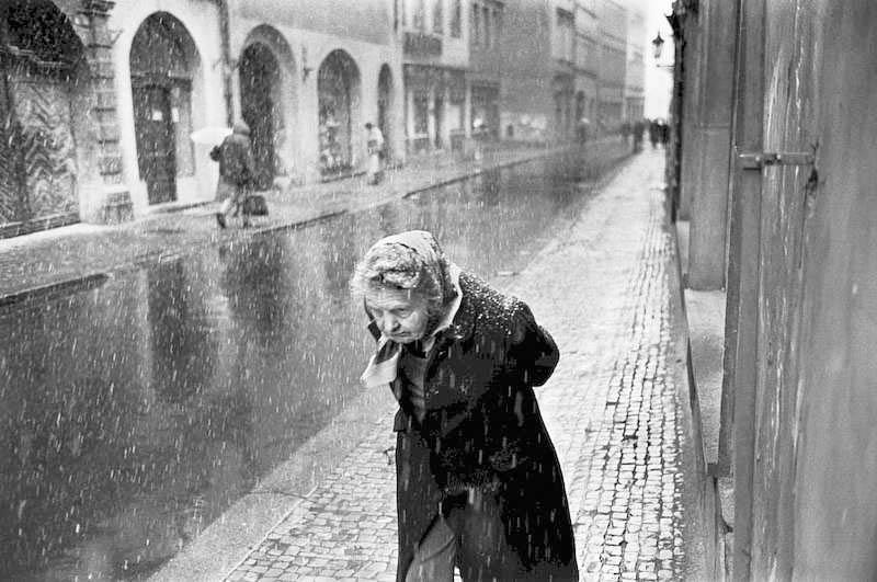 A woman walking in Prague in 1991.